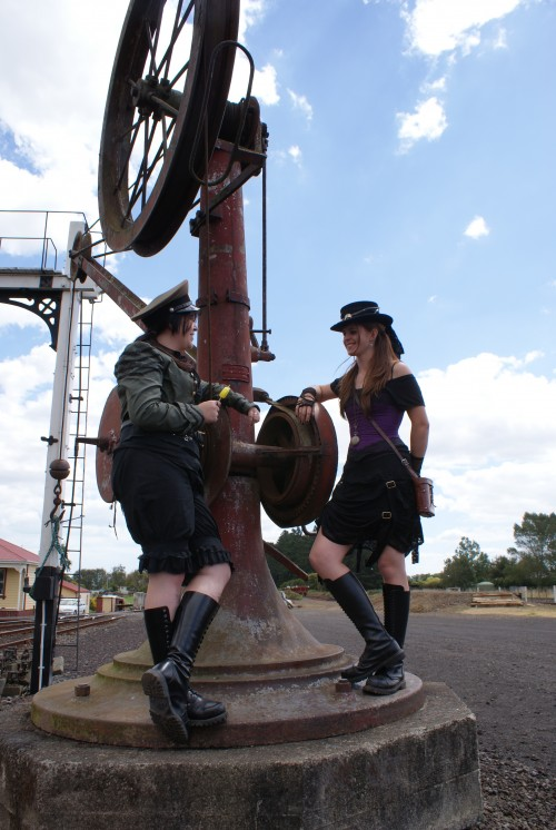 steampunk-outfits-amy-and-kelli