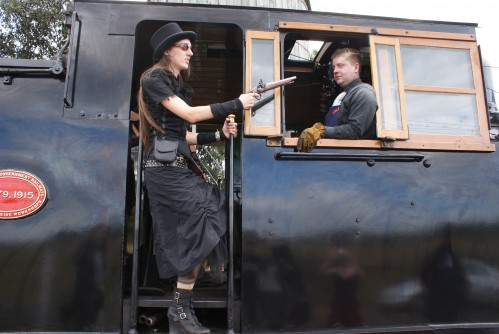 steff-metal-train-robbery-steampunk